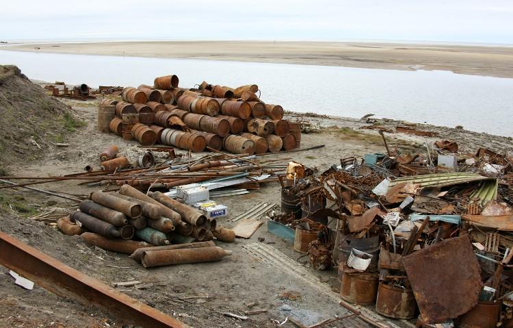 Сбор металлолома в рамках волонтерской акции на острове Белый